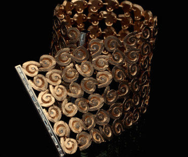 Handmade luxury cuff in gold and diamonds | Human Heritage