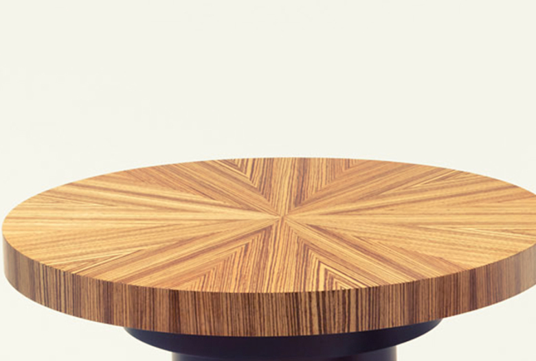 Coffee table, top in zebrano, foot lacquered and varnished, thin brass ...