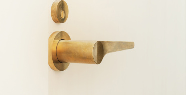 Luxury handmade door handle in pure brass | Human Heritage