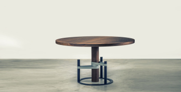 Table in European walnut, lacquered and black patinated metal | Human Heritage